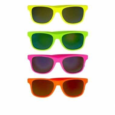 Vintage gekleurde retro zonnebril