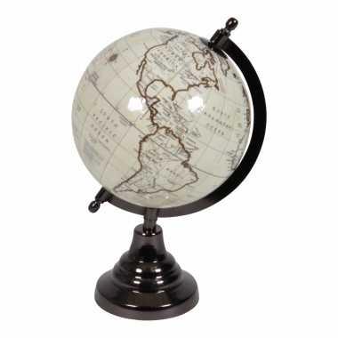 Vintage look wereldbol op houten voet 15 cm