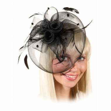 Vintage mini hoed met zwarte rozen op kam